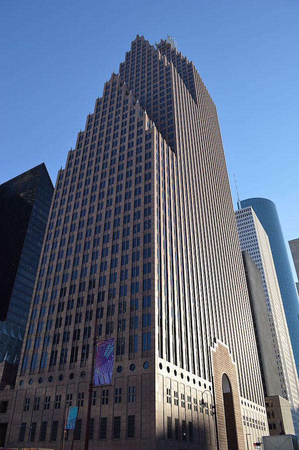 Bank_of_America_Center_in_Downtown_Houston-1